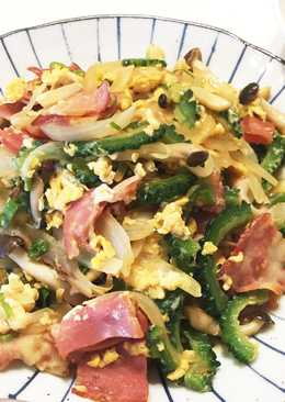 Stir fried Goya with eggs and bacon 🍳