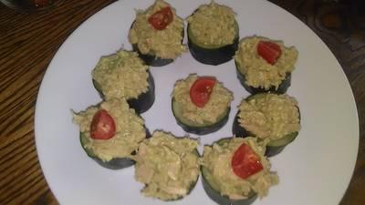 Avacado tuna cucumber cups : D