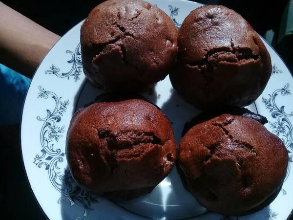 Chocolate and raisins muffins