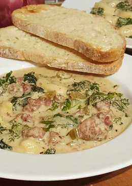 Creamy Tortellini Soup with Kale