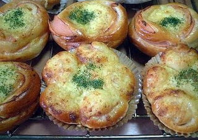 Bacon Mayonnaise Bread Roll Recipe by cookpad.japan - Cookpad