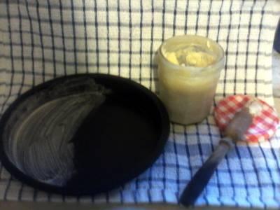 Easy clean cake pan coating.
