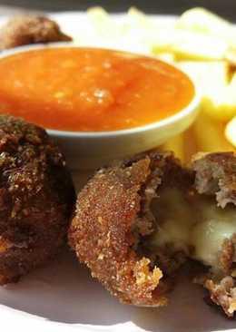 Deepfried cheese-meatballs