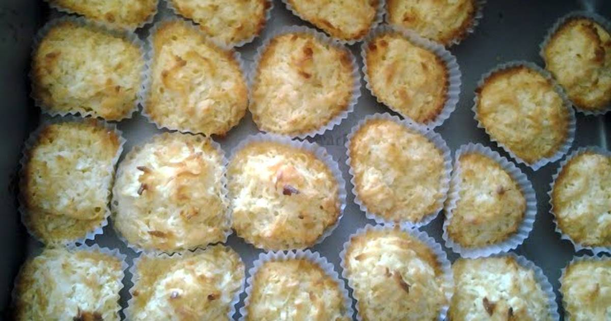 Delicious Coconut Macaroon Recipe by deannacrissy - Cookpad