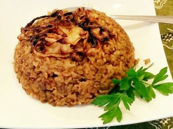 Lebanese Mujadra (lentils, rice & caramelized onions)