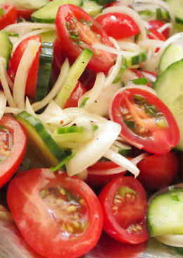 Simple Tomato Cucumber Salad with Lemon Dressing