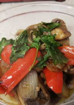My Simple Garlic & Chilli Mushrooms, Onion And peppers. 😀
