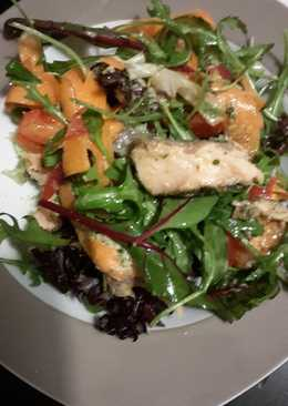 Filling healthy dinner: salmon salad with horsradish dressing and garlic bread on the side