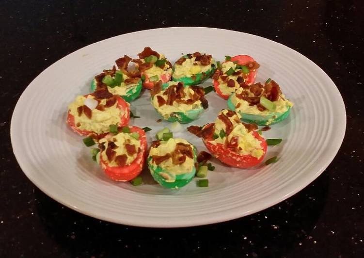 bacon and jalapeno deviled eggs colored for christmas - Christmas Deviled Eggs