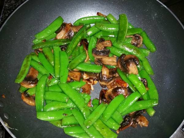 Stir-fry Sugar Snap Peas & Mushrooms