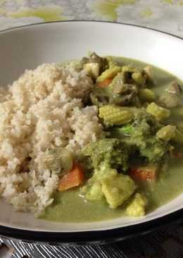 Garden Vegetables in Thai Green Curry with Brown Rice