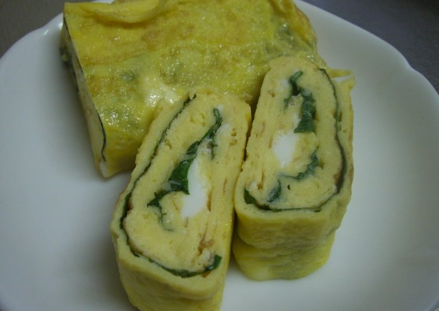 Tamagoyaki (Rolled Japanese Omelette) With Shiso Leaves Recipe by ...