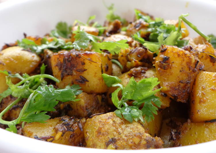 Potatoes fried with skin