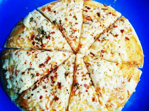 Full loaded cheese pizza