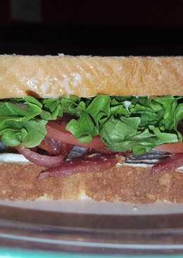 Classic BLT sandwich (Bacon Lettuce & Tomato)
