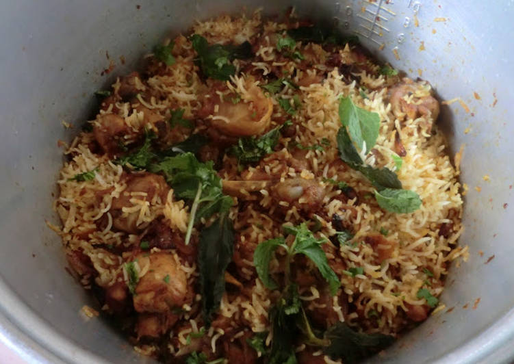 Chicken Biryani / Masala Chicken Biryani Recipe by Hem Lata Srivastava - Cookpad India