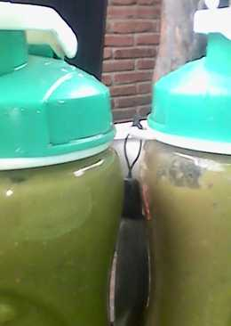 Malabar spinach and melon smoothie