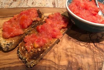 Tomato and oil toast