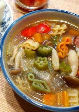 Healthy vegetable soup with macaroni