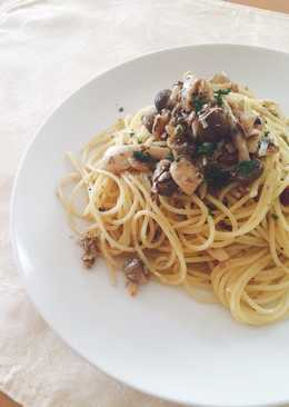 Spaghetti with oil sardine and mashroom