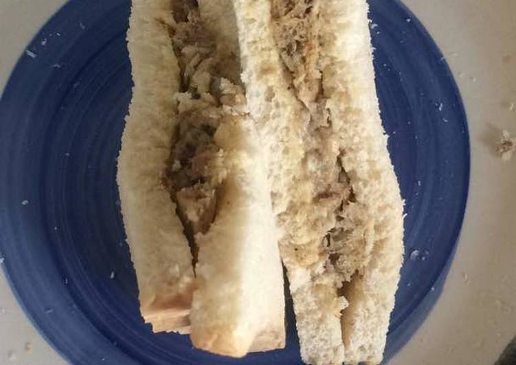 Bread sandwich with sardines fried in eggs