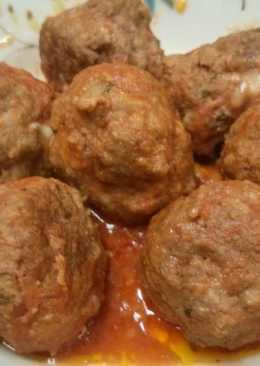 Mozzarella stuffed meatballs in slow cooker