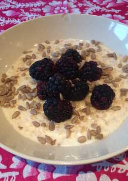 Coconut and berry porridge