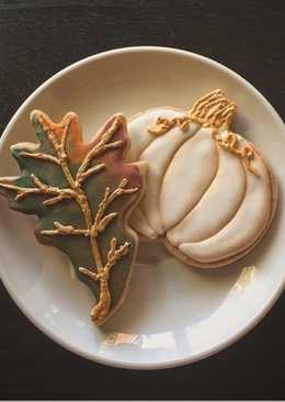 Pumpkin spiced sugar cookies and royal icing