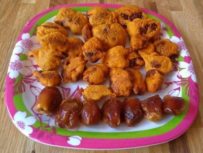 Dates (Khajur) Fritters/Pakoda