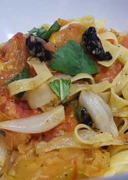 Pasta with oven-roasted tomato and onions, basil, black garlic and balsamic vinagre