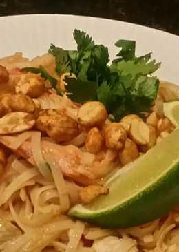 Brad's chicken and prawn pad thai