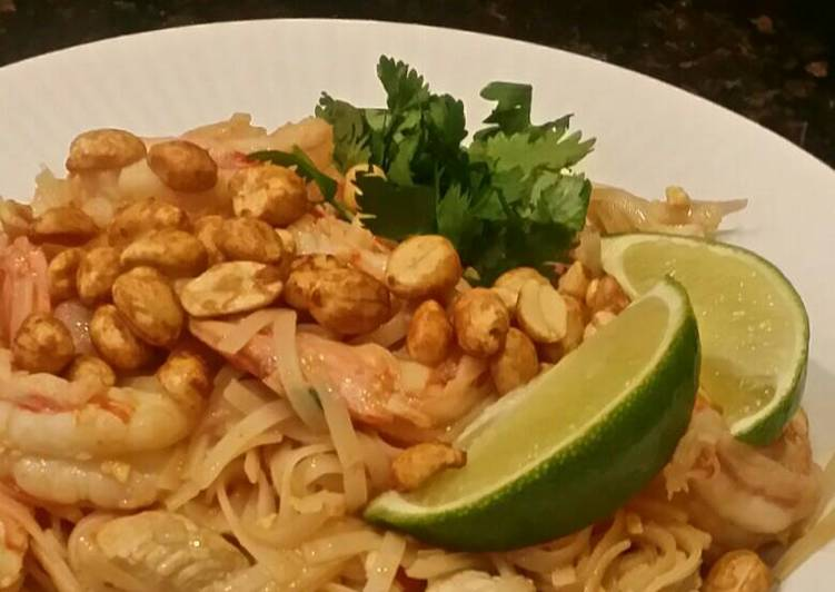 Brad S Chicken And Prawn Pad Thai Recipe By Wingmaster835 Cookpad
