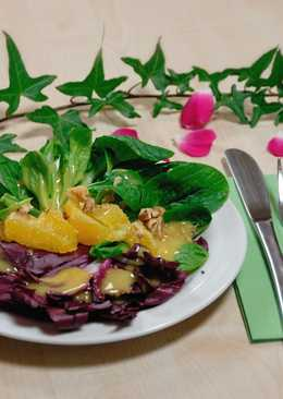 Salad with radicchio, chicory and orange segments