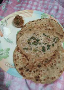 Mooli ki parathi with achar aur butter