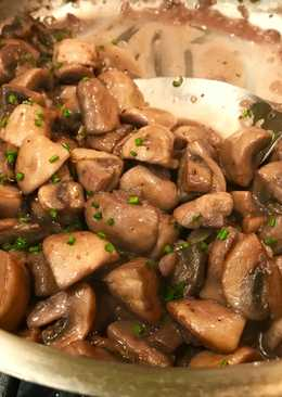 Easy Mushrooms in Wine & Shallot Sauce with Herbs