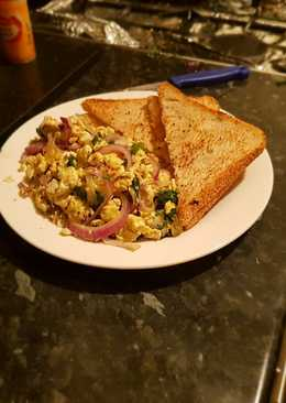 Simple Scrambled Eggs with Toast