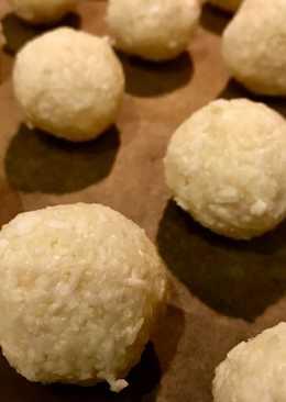 Easy 3-Ingredient Coconut Snowballs