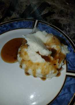 Deliciously simple homemade mashed potatoes