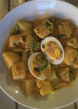 Potatoes and Hard Boiled eggs in Yogurt Sauce