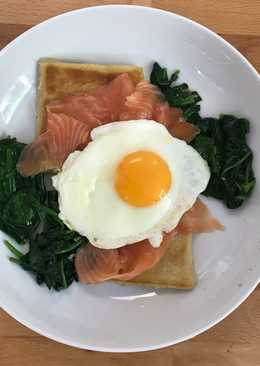 Potato farls with eggs, smoked salmon and spinach
