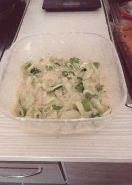Refreshing cucumber cream salat
