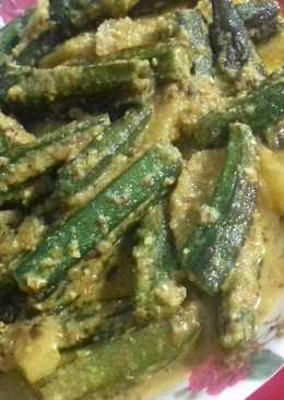 Bengali shorshe dharosh/bhindi masala with mustard seeds paste