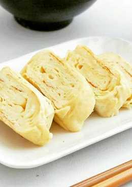 Tamagoyaki 卵焼き(Japanese Sweet & Savory Egg Roll)