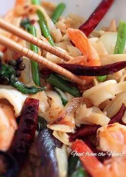 Drunken noodles Stir-Fried Seafood (Pad Kee Mao) #HelpfulCook
