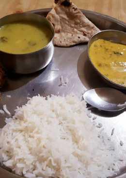 Besan Saag, Chokka, Singh ka dahi vala Saag,Phulka, Rice Muthai
