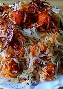 Spicy chicken tikka biryani