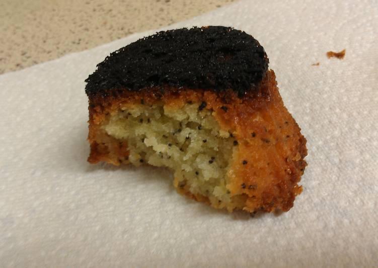 Magic Disappearing Lemon Poppyseed Cake