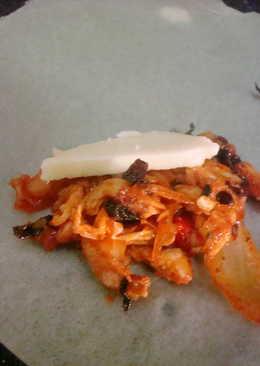 Spicy chicken cheese burst spring roll