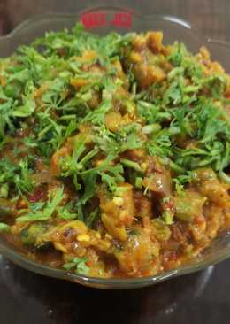 Baingun bharta with green peas