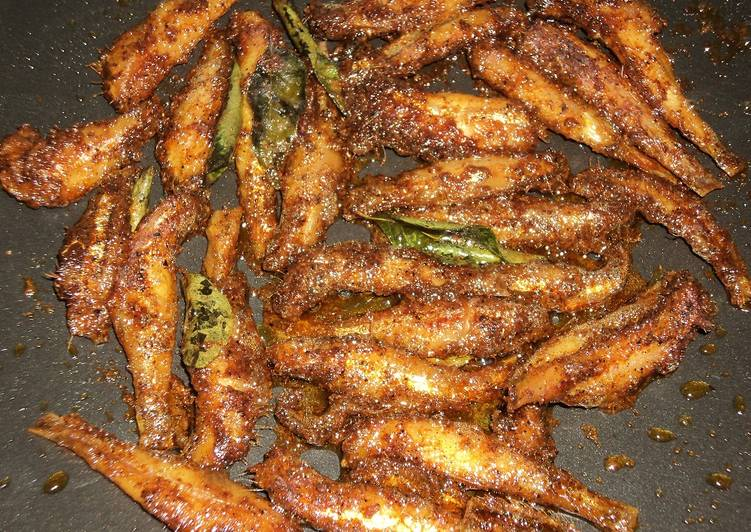Nethili meen fry anchovies fry recipe by rasmi viju cookpad for What is the best oil to fry fish in